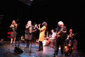 Dorien Geusebroek met Daily Folk